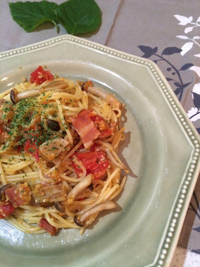 ナスとひえのディップでトマトパスタ