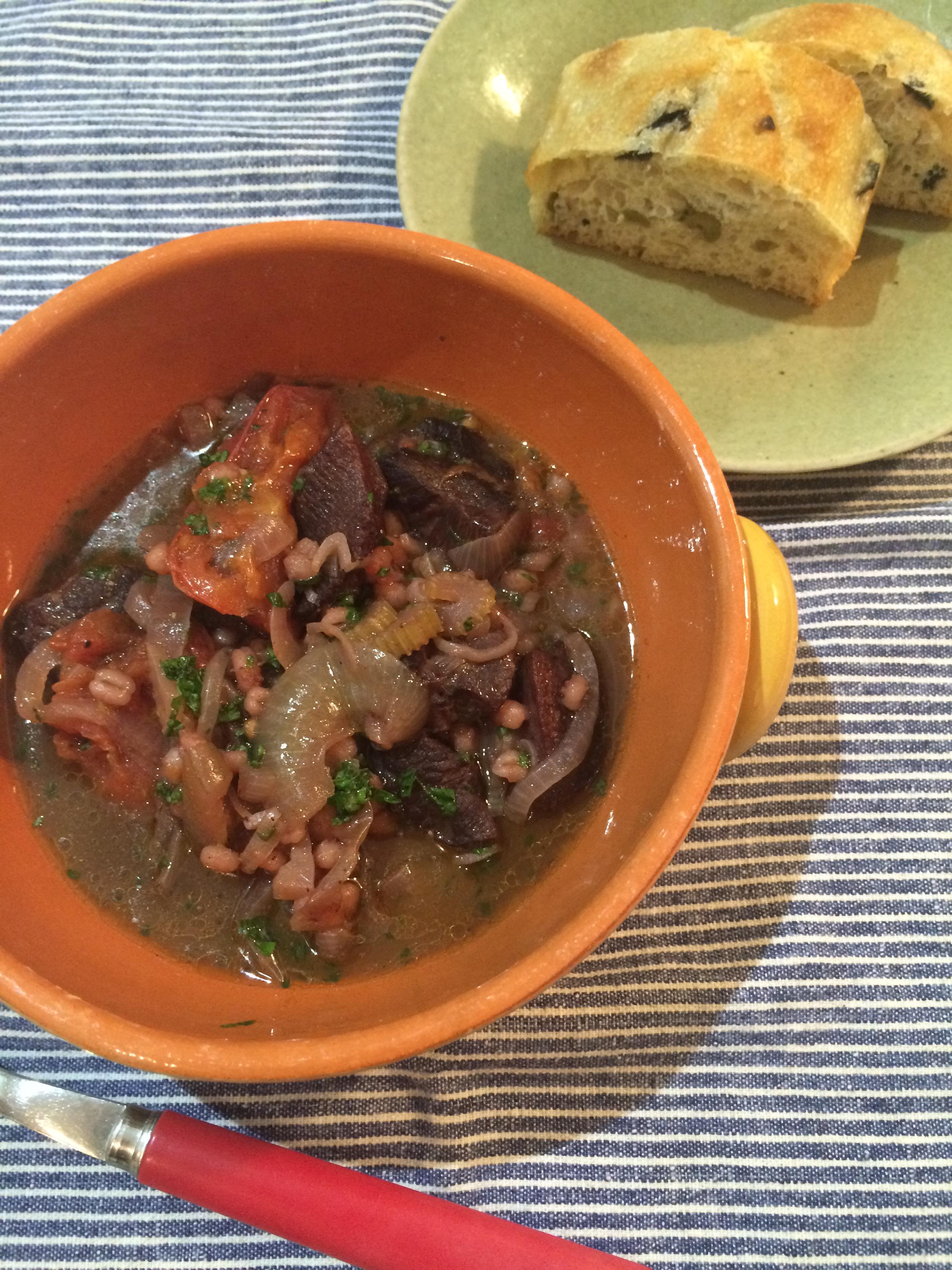 牛タンの雑穀赤ワイン煮
