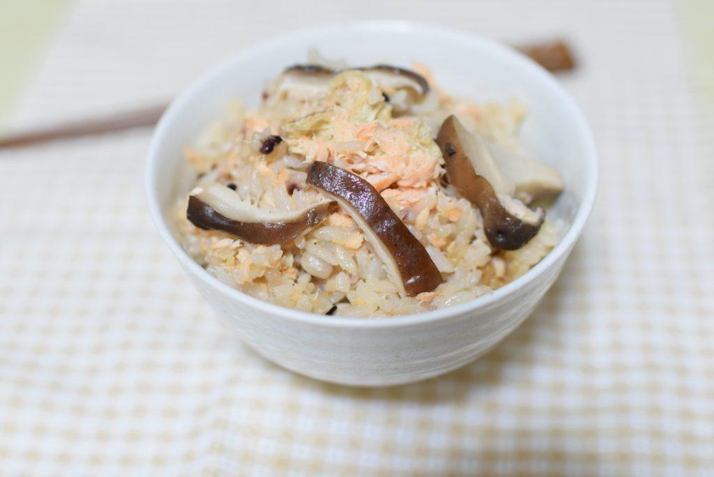 鮭とキノコの雑穀炊き込みご飯