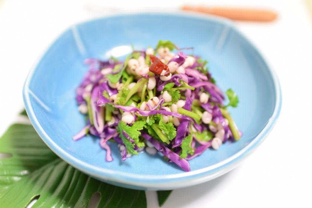 はと麦と紫キャベツのエスニックサラダ